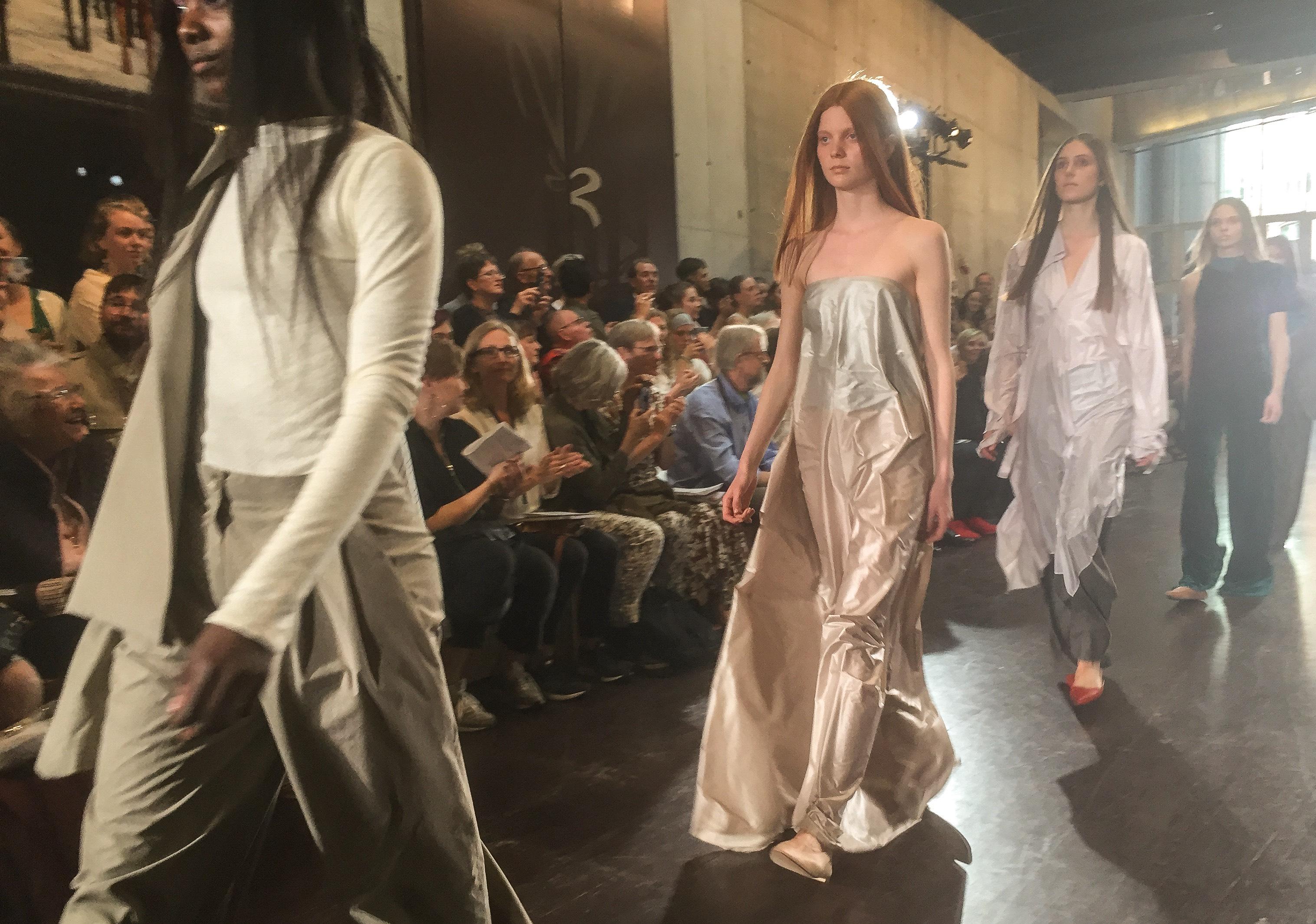 fashion-marianne-host-